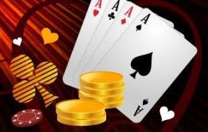 Neljä ässäkorttia ja pelimerkkejä